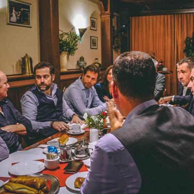Klaas Dijkhoff in gesprek met boeren in Deurne